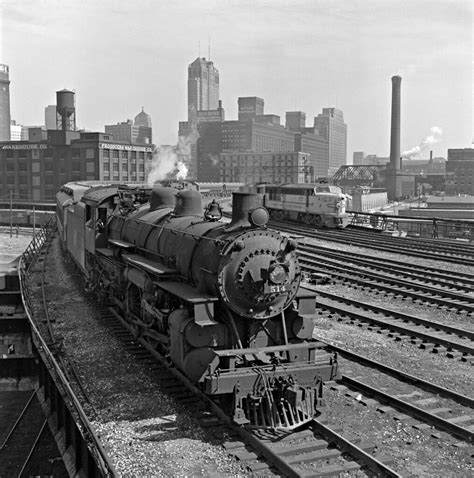 CNW, Chicago, Illinois, 1950s | Chicago's afternoon rush ...