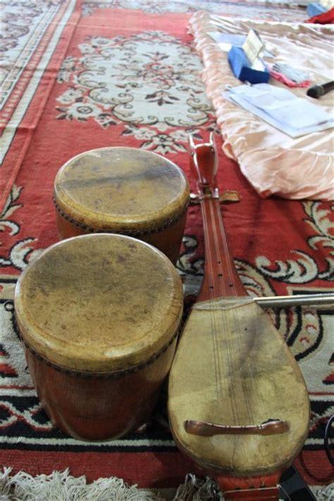 Jadi, telah jelas bukan, bahwa keadaan yang diperbolehkan untuk bernyanyi dan bermain alat musik hanyalah ketika hari raya dan pernikahan. Jejak Kesenian Timur Tengah di Sumatera : Kesenian - Situs Budaya Indonesia