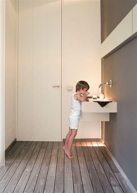choose  perfect bathroom floor  laminate floors