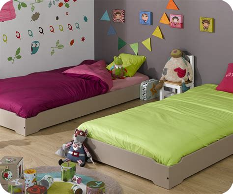 chambre a deux lits pack lit enfant empilable 90x190 cm avec sommier matelas