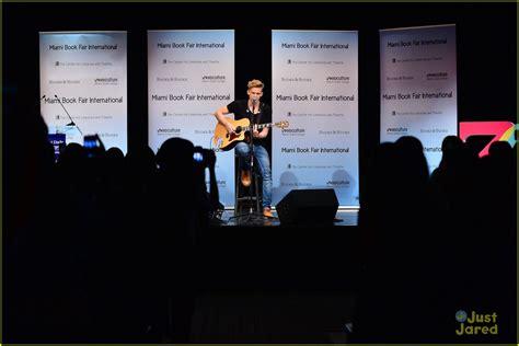 Cody Simpson Miami Concert Book Signing Photo 611062