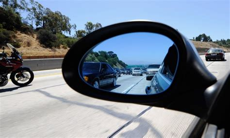 Americans Are Not Adjusting Their Car Mirrors Properly