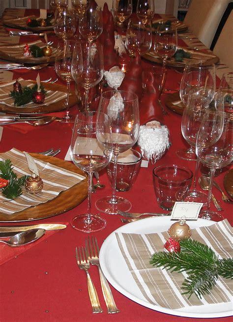 Tischdeko Weihnachten 2017 by Ein Weihnachtstisch In Rot Sieht Einladend Und Festlich Aus