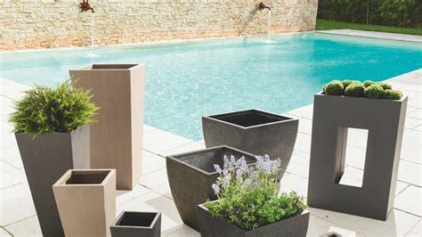 pot fibre de verre les pots de jardin envahissent le jardin
