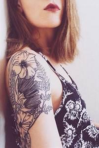 Tatouage Femme Epaule Discret : tatouage epaule femme fleur ~ Melissatoandfro.com Idées de Décoration