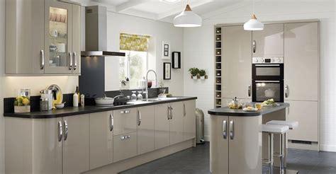 kitchen design howdens howdens doors kitchen burford ivory 1223