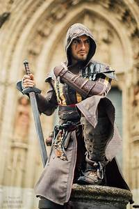 This 'Assassin's Creed' Cosplay Is Much Better Than The ...