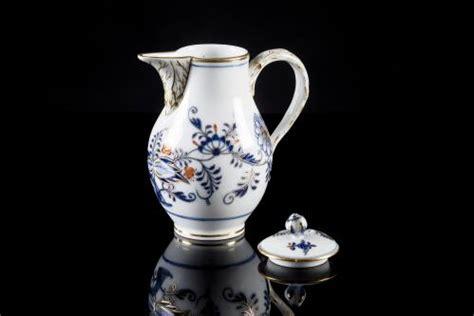 pot a lait decore pot 224 lait en porcelaine de meissen 224 d 233 cor imari prise du couvercle en forme de bouton de