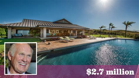 Terry Bradshaw looks to trade spaces on the Big Island of