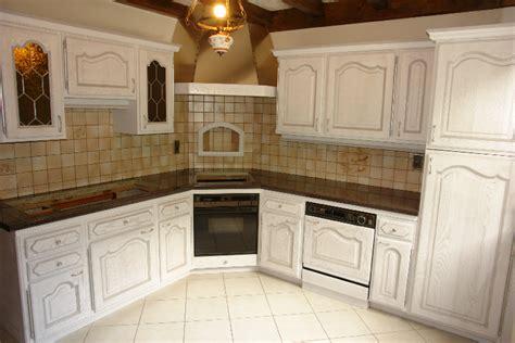 renovation cuisines rustiques pin repeindre une cuisine rustique on
