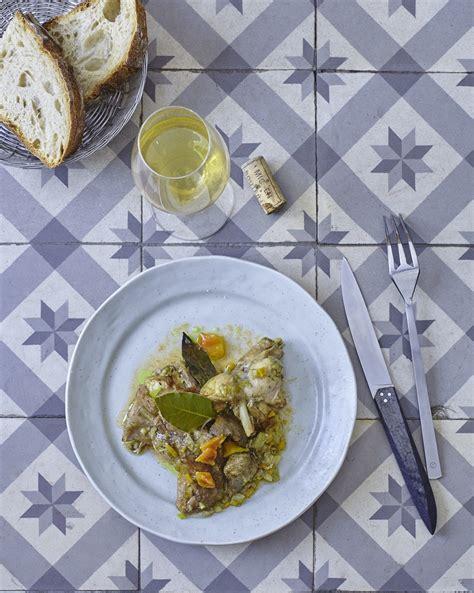 cuisine en cocotte lapin en cocotte pour 4 personnes recettes à table