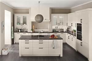 Küchenzeile Mit Insel : romantische wei e landhausk che mit insel ~ Michelbontemps.com Haus und Dekorationen