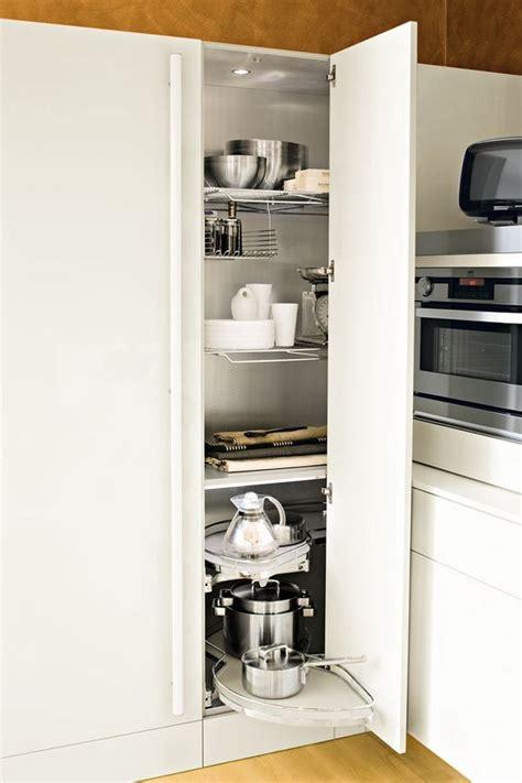 colonne d angle cuisine meuble d 39 angle cuisine moderne et rangements rotatifs en