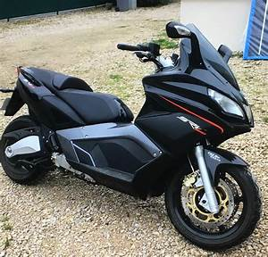 Scooter Aprilia 850 : tous les tests essai srv 850 aprilia aussi a son hyperscooter ~ Medecine-chirurgie-esthetiques.com Avis de Voitures
