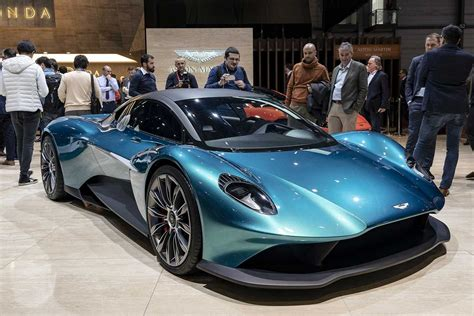 Aston Martin Vanquish 2022 Motor Ausstattung by 2022 Aston Martin Vanquish Engine To Be Less Powerful Than