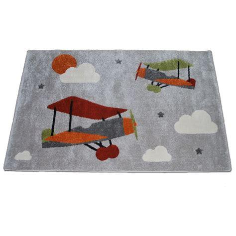 tapis pour chambre de bébé tapis avions pour chambre de bébé garçon
