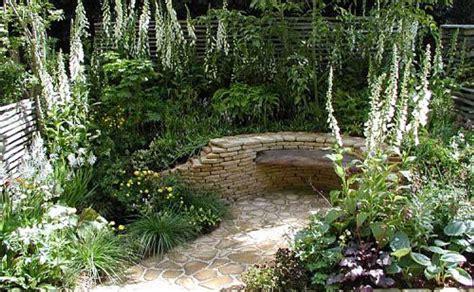 small garden ideas corner