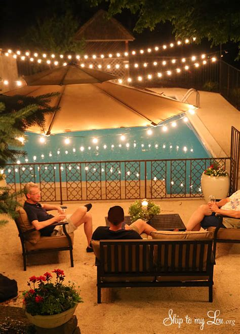 Most hosts turn to a party playlist as their entertainment of choice for a sunset soiree, so your guests will be pleasantly surprised to find your backyard set up as an impromptu outdoor movie theater. How to get your backyard party ready | Skip To My Lou