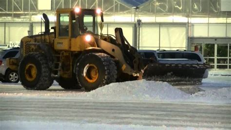 volvo le loader  snow plow cleaning   parking