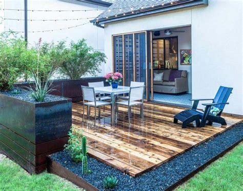 terrasse  jardin  idees de revetement de sol exterieur