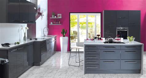 cuisine gris et déco cuisine prune et gris