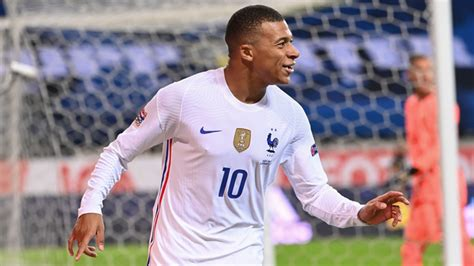 PSG vs Man Utd: Kylian Mbappe sends message to Cavani ...