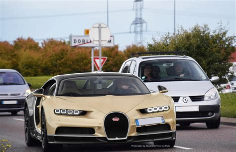 The bugatti chiron is meant to be the strongest, fastest, most luxurious and exclusive serial supercar in the world. Bugatti Chiron, Gold on Black. #bugattichiron | Bugatti ...