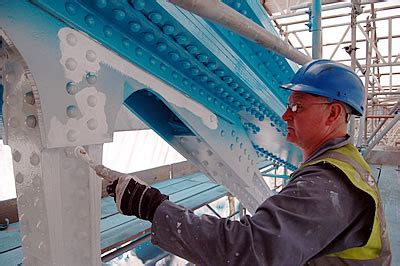 Painting the North East Suspension Chain   Tower Bridge