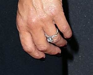 idina menzel steps out with new engagement ring see the With idina menzel wedding ring