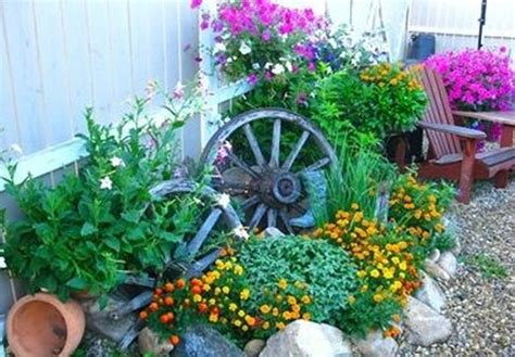 Decorations Made From Wagon Wheels Landscaping Ideas
