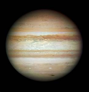 Collision leaves giant Jupiter bruised | ESA/Hubble