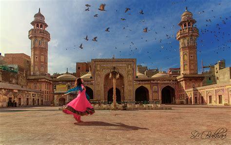 pictures describes  beauty  pakistan