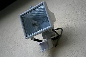 comment installer un projecteur exterieur estein design With comment installer un lampadaire exterieur