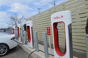 Borne De Recharge Tesla : tesla drummondville la station de huit supers bornes inaugur e par ses utilisateurs ecolo auto ~ Melissatoandfro.com Idées de Décoration