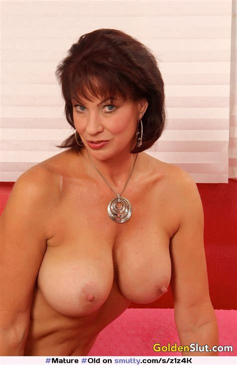 Seductive Old Woman Vanessa Videl Posing Topless Mature