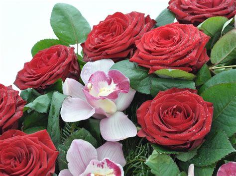 Biedermeier Kranz Rote Rosen Und Orchideen