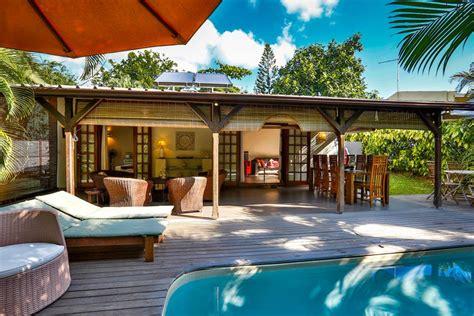 cuisine tout compris bungalow merville villa avec piscine dans un jardin