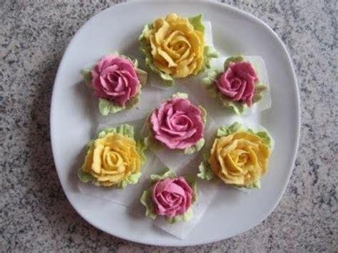 deko für torten selber machen aus buttercreme mit naturfarben selber machen f 252 r torten dekorieren etc