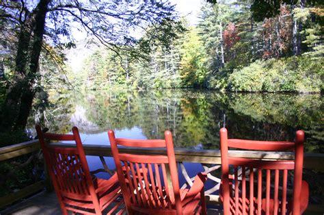 north carolina mountain resort takes fall foliage   peaks  blue ridge mountains