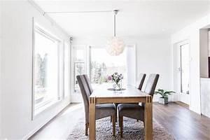 Chaise Moderne Avec Table Ancienne : salle manger moderne amnage avec des meubles en bois et gris parquet et tapis gris with chaises ~ Teatrodelosmanantiales.com Idées de Décoration
