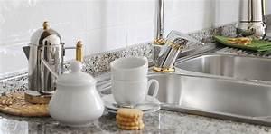 Granit Reinigen Hausmittel : eine k che mit einer arbeitsplatte aus granit neben der abwasch ~ Eleganceandgraceweddings.com Haus und Dekorationen