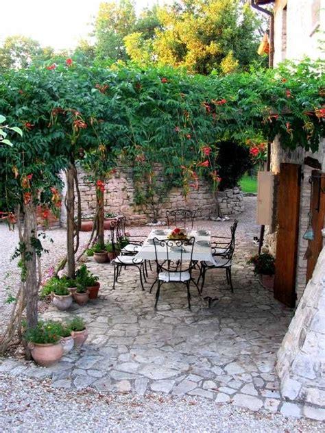 gartenlaube und pergola begruenen welche pflanzen eignen sich italienischer garten
