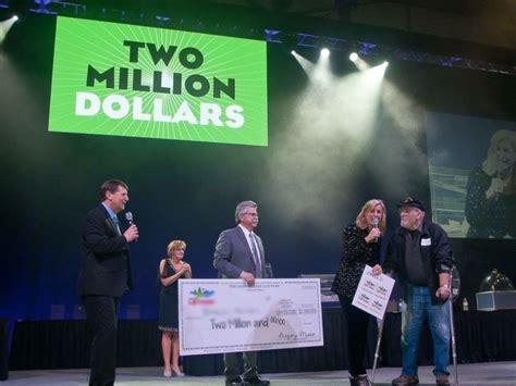 Lottery Winner Hands Out Winning Tickets At Favorite Restaurant
