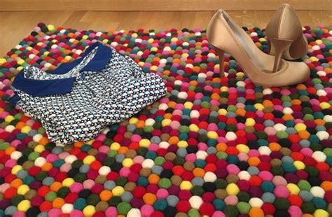 tapis multicolore pour une entree coloree clem