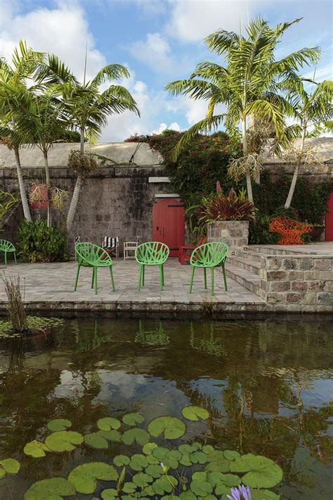 tropical patio 10 beautiful gardens with tropical plants
