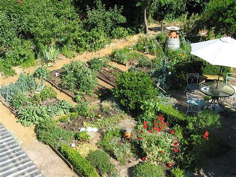permaculture front yard design pix richard heinberg janet barocco s suburban permaculture yard