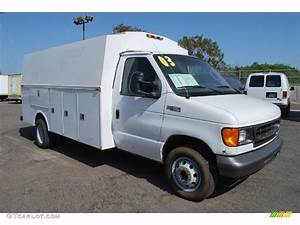 Oxford White 2003 Ford E Series Cutaway E450 Commercial