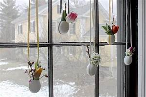 Blumen Basteln Fensterdeko : fensterdeko zu ostern selber basteln h ngende minivasen ~ Markanthonyermac.com Haus und Dekorationen