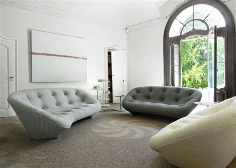 showroom canape ploum sofas designer r e bouroullec ligne roset