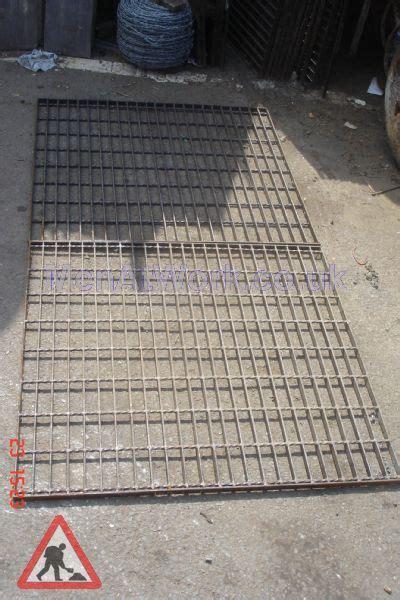 men  work drainage grill